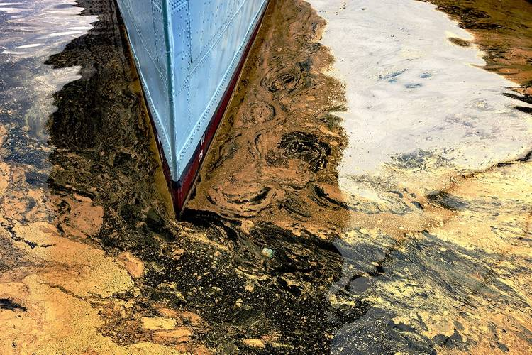 Vessel Pollution (Photo courtesy of ChartCo)