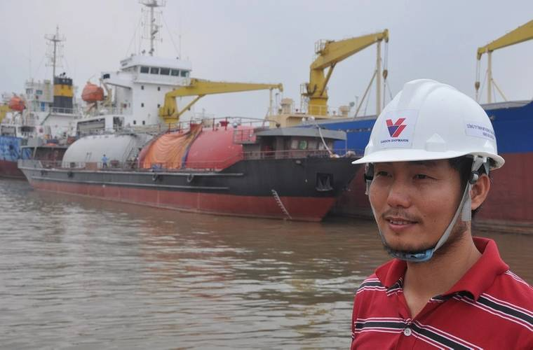Vu Cong Vuong with LPG tanker under construction (Haig-Brown photo courtesy of Cummins Marine)