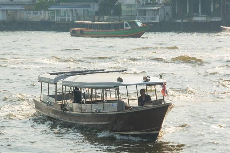 Water taxi: 12- by 2.5-meter powered by Cummins 6BTA-M 5.9-liter, 150 HP, owned by Supatra Co., LTD) (Photo: Haig-Brown/Cummins)
