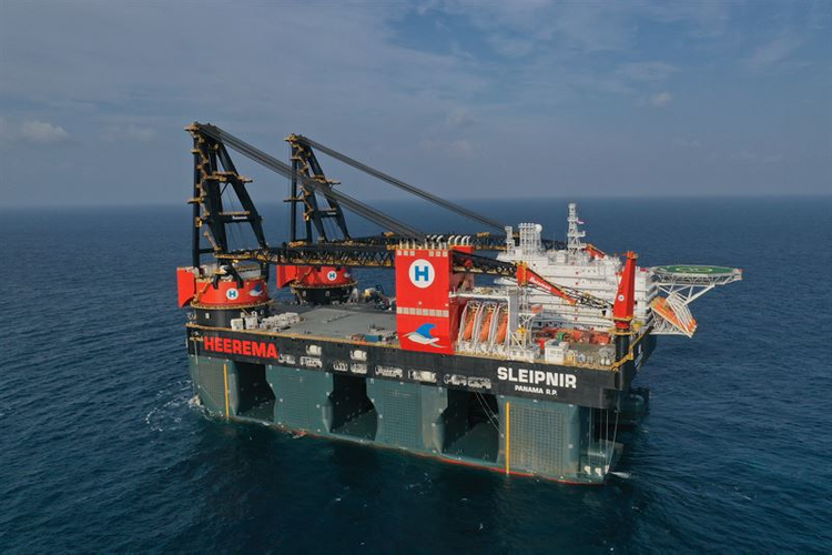 World's largest crane vessel Heerema Sleipnir with a lifting capacity of 2x10,000 metric tonnes. Copyright: Heerema